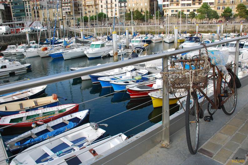 Barcas en el puerto. San Sebastián