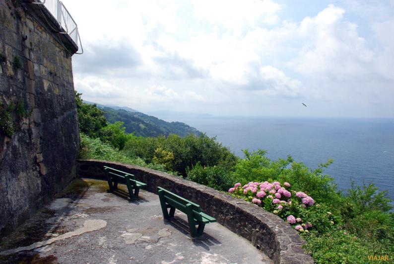 El Monte Igueldo y el mar. San Sebastián