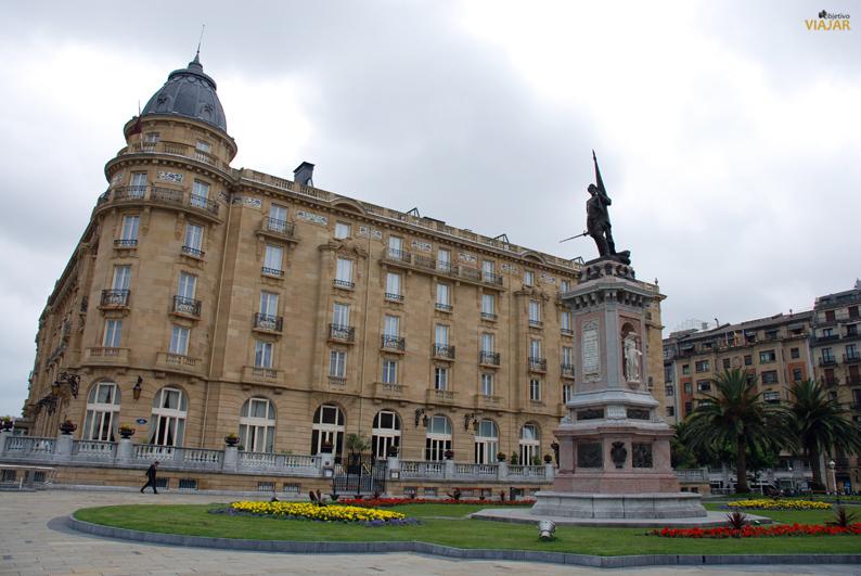 Estatua homenaje al Almirante Oquendo. San Sebastián
