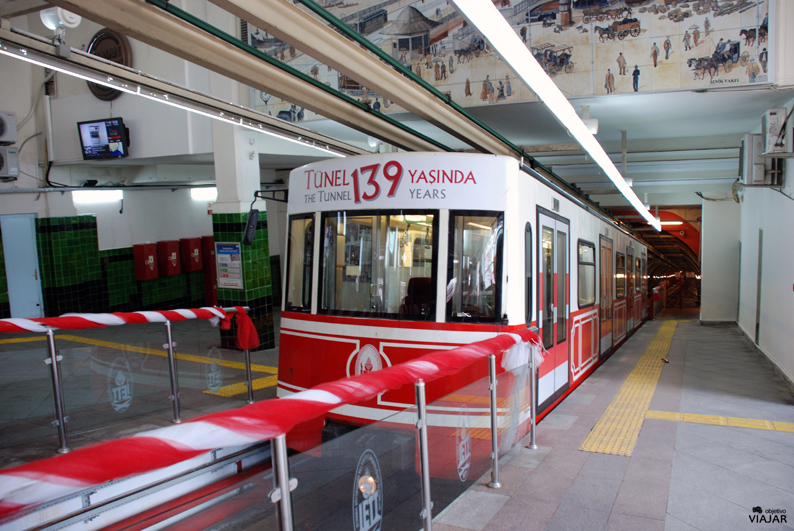 Funicular subterráneo de Tünel. Viajar a Estambul