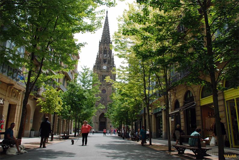 Vista de la Catedral del Buen Pastor desde la calle Loiola. San Sebastián