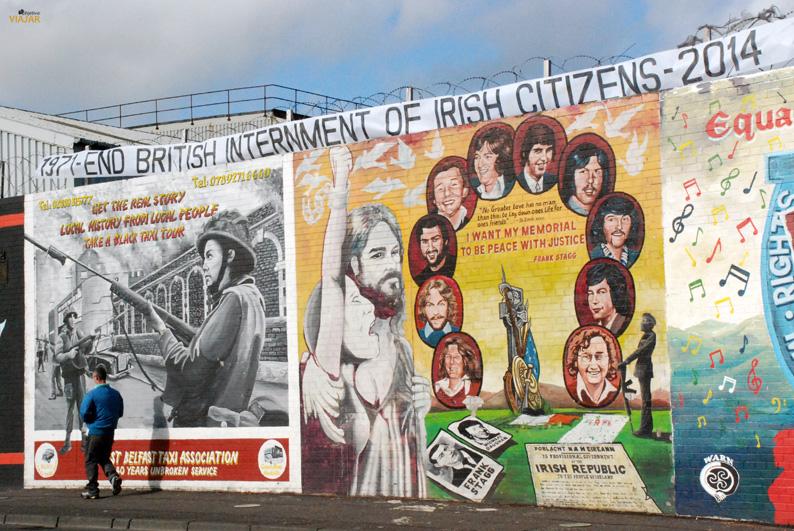 Mural anunciando el servicio de taxis negros. Falls Road. Belfast