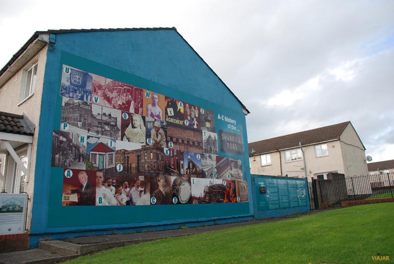 Mural que cuenta la historia de Shankill Road. Belfast