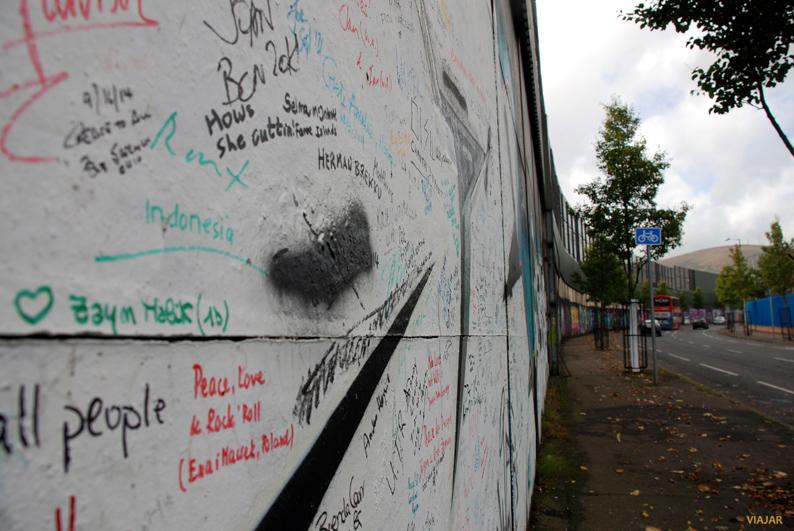 Peace, love & rock 'n' roll. Muro de la Paz. Belfast