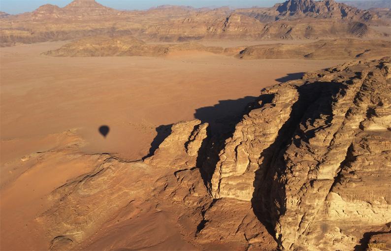 El desierto de Wadi Rum a vista de pájaro. Jordania