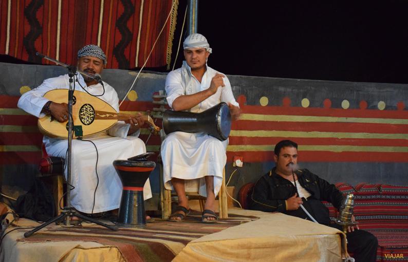 Música árabe tradicional en el Captain's Desert Camp. Jordania