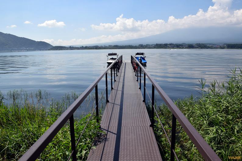 Bordeando el lago Kawaguchi. Japón