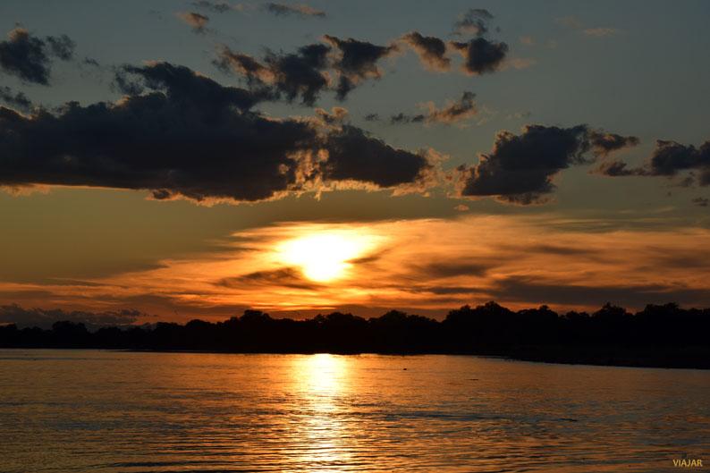 Atardecer en el rio Luangwa. South Luangwa National Park. Zambia