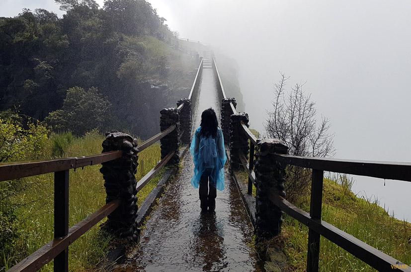 Empapada bajo el humo que truena. Cataratas Victoria. Zambia