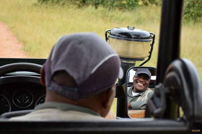 Lawrence Banda. Guia de Norman Carr Safaris. Zambia