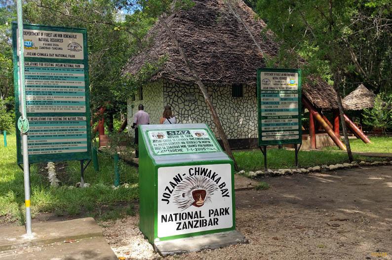 Entrada al bosque de Jozani. Que ver en Zanzibar