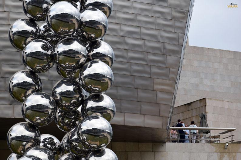 El gran arbol y el ojo. Museo Guggenheim Bilbao
