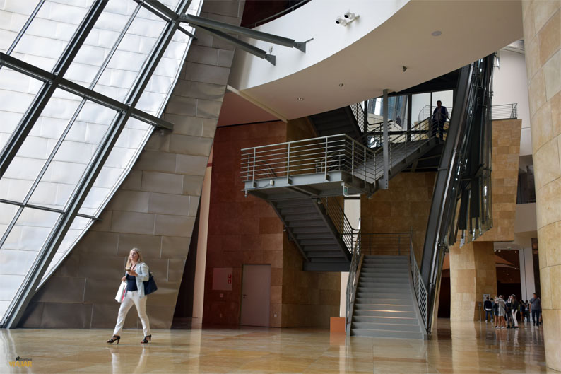 Interior del Museo Guggenheim de Bilbao