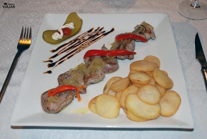 Solomillo ibérico con cebolla confitada y reducción de cola