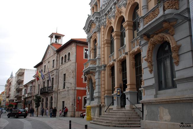 Casino y Ayuntamiento de Llanes. Asturias