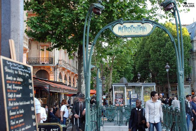 Estación de Metro Saint-Michel. París