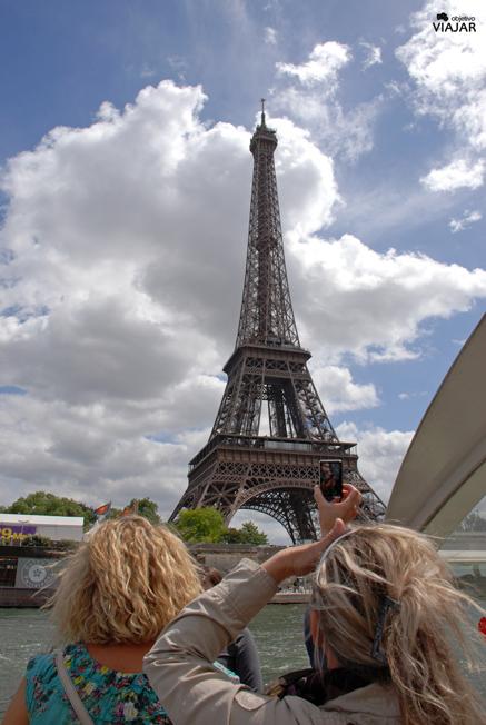 La Torre Eiffel desde el batobus. París