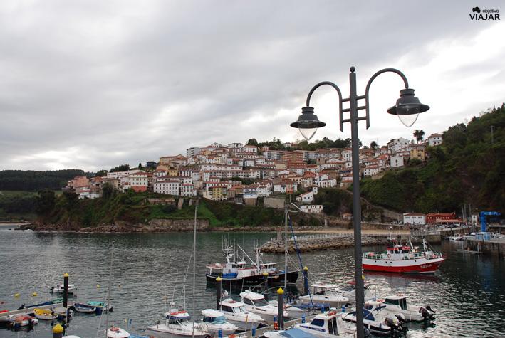 Lastres desde el puerto. Asturias