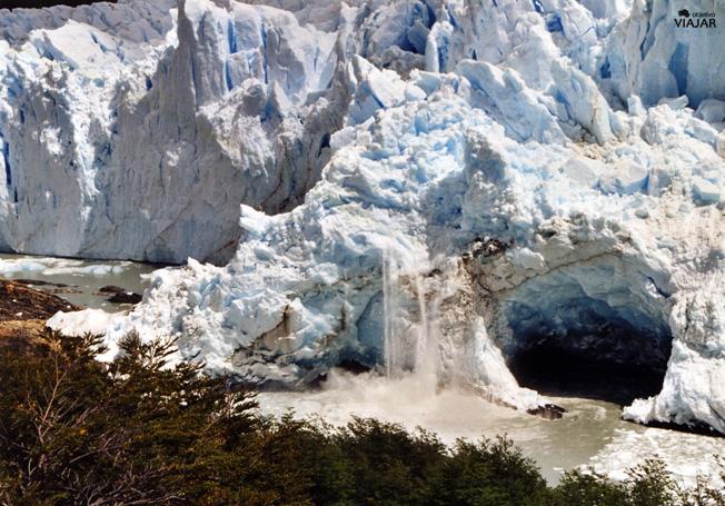 Pequeño desprendimiento del Perito Moreno. Argentina