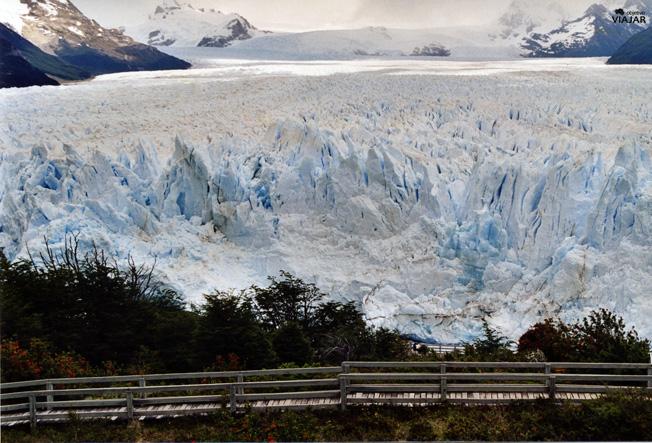 Un tramo de las pasarelas. Perito Moreno, Argentina.