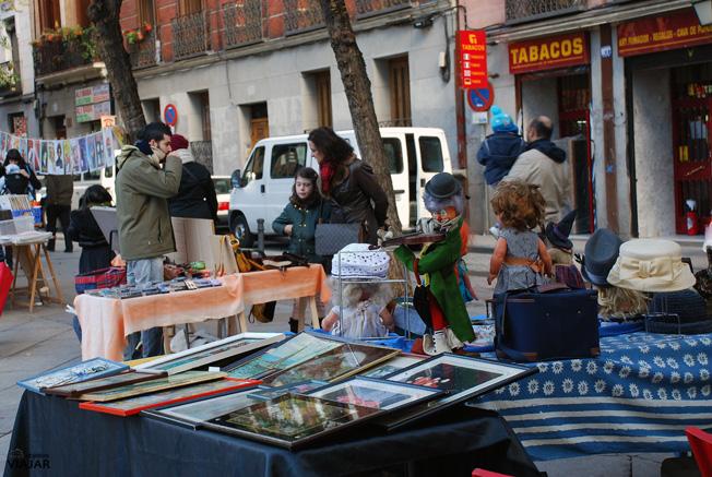 Mercadillo de coleccionismo y antigüedades. Plaza 2 de Mayo. Malasaña