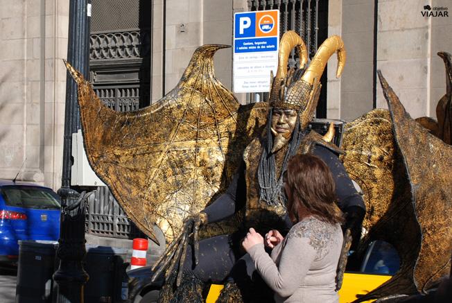Estatua humana en La Rambla. Barcelona