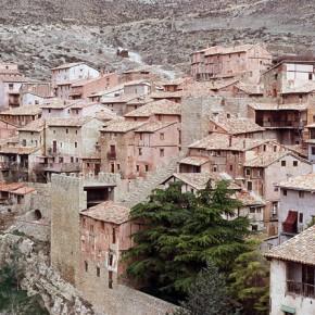Albarracín, un sueño medieval de yeso rojizo, madera y forja
