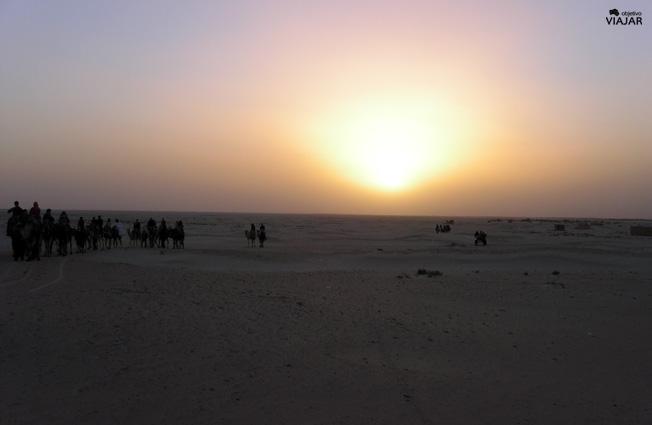 Puesta de sol en el Sáhara tunecino. Túnez