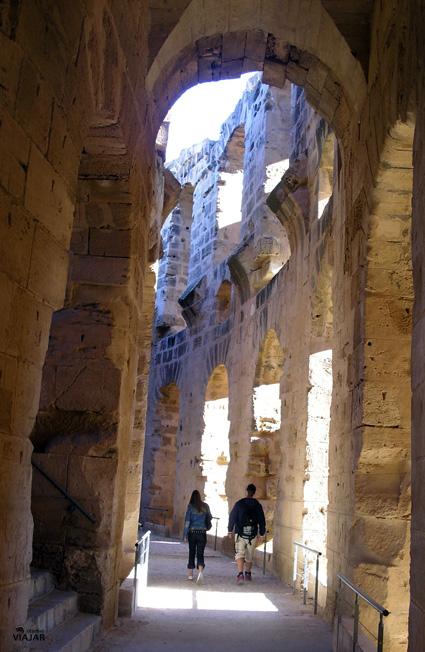 Recorriendo el anfiteatro de El Jem. Túnez