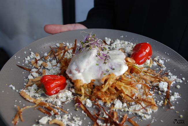 Lomo de jabalí con patatas y cebollino. Catering Chinchón