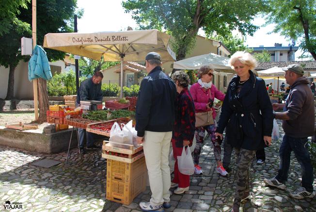 Mercado de frutas y verduras. Cesenatico