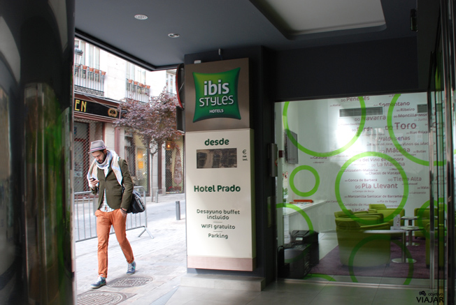 Entrada del hotel Ibis Styles Madrid Prado