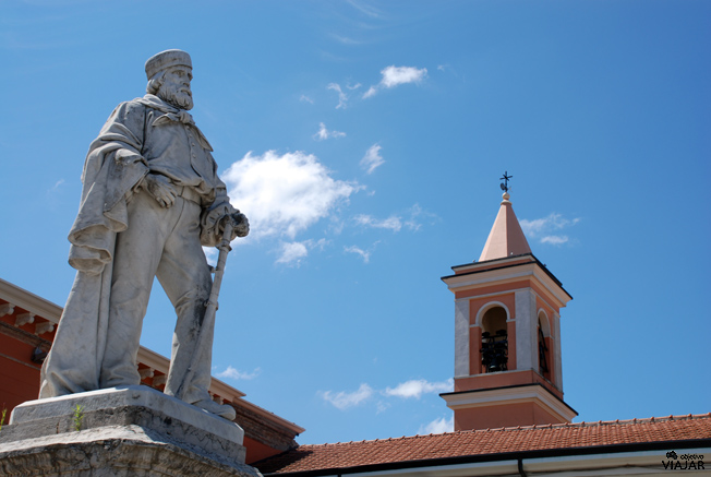 Detalle del monumento a Garibaldi. Piazza Carlo Pisacane. Cesenatico