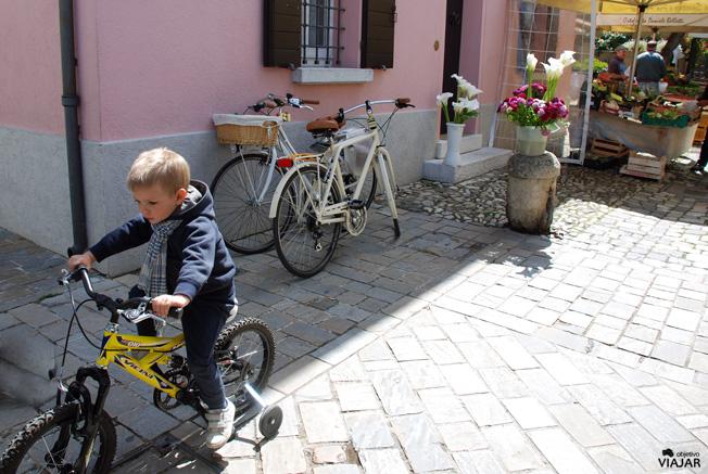 Niño en bici. Cesenatico