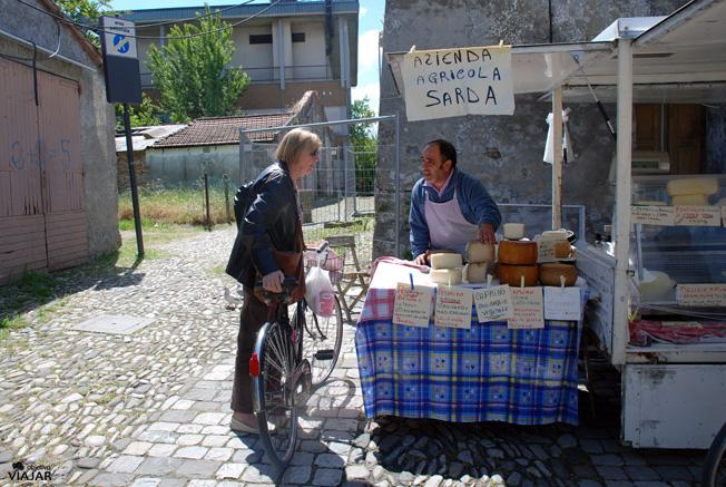 Puesto de quesos en la Piazzeta delle Conserve. Cesenatico