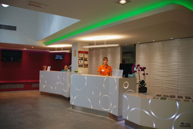 Recepción del hotel Ibis Styles Madrid Prado