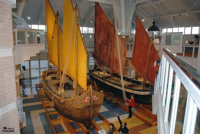 Trabaccolo Il Cidia (izq.) y bragozzo Il Vigo (dcha.). Museo della Marineria. Cesenatico
