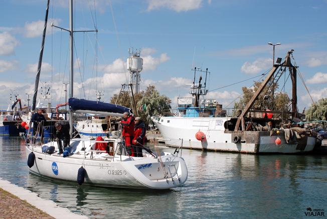 Embarcaciones en el puerto-canal de Cesenatico