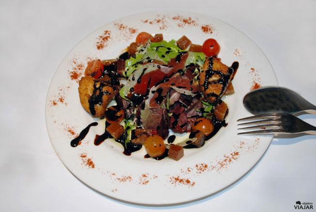 Ensalada de quesos y membrillo. Restaurante Yain. Teruel