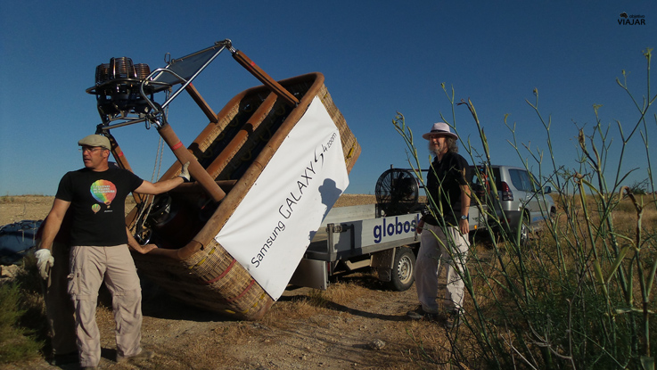 Cargando la barquilla en el remolque. Segovia