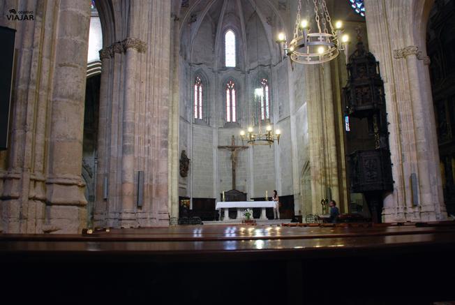 Nave central de la iglesia de Santa María con el púlpito a la derecha. Aranda de Duero. Burgos