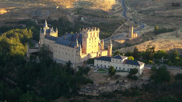 Sobrevolando el Alcázar de Segovia