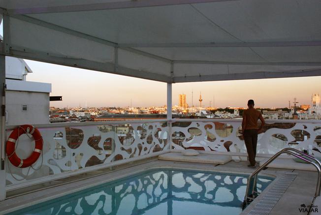 El skyline de Madrid desde la terraza del hotel Room Mate Óscar
