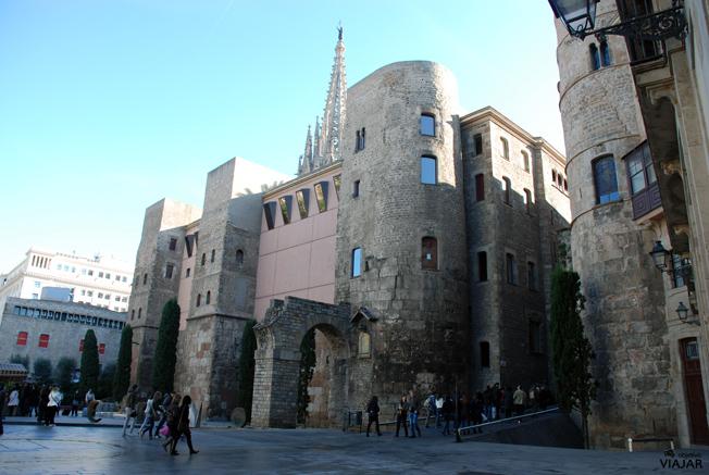 Restos de la muralla romana. Avinguda de la Catedral. Barcelona