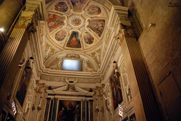 Detalle de una de las capillas de la Basílica de San Mercuriale. Forlì
