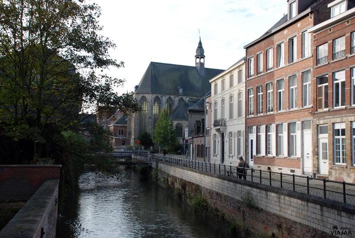 Iglesia de Santa Gertrudis desde el río. Lovaina