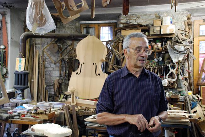Luigi Foscolo Lombardi en su taller de Dovadola. Italia