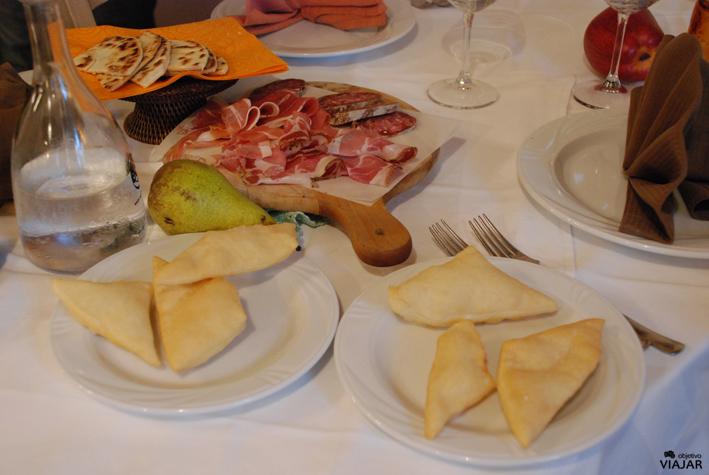 Piadina frita.Trattoria Montepaolo. Dovadola. Italia