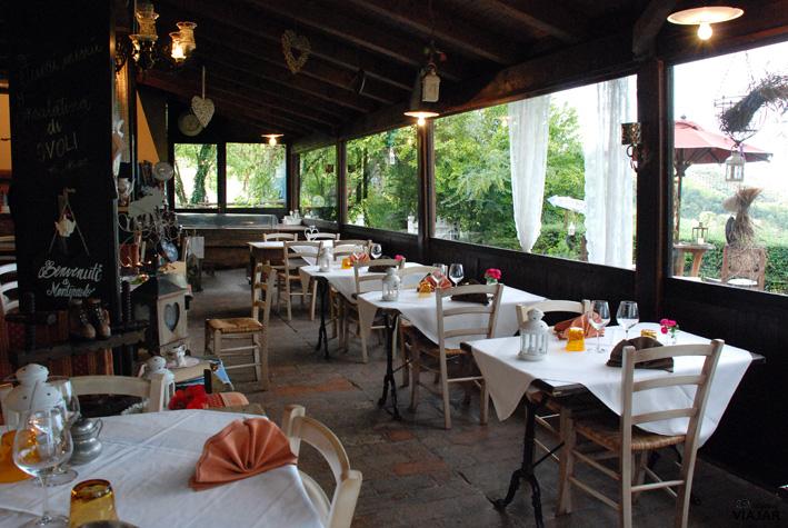 Comedor principal de la Trattoria Montepaolo. Dovadola. Italia