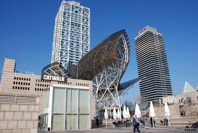El Hotel Arts, laTorre Mapfre y el pez dorado de Frank O. Gehry. Barcelona